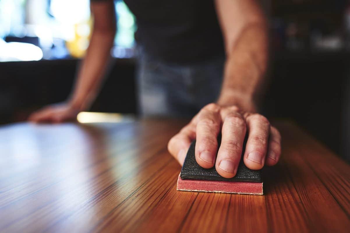 Puisien keittiötasojen ja puutasojen hionta ja käsittely sekä öljyäminen